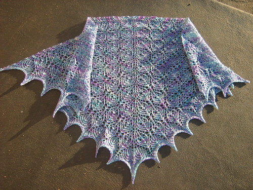 flowerbasket shawl FO may 08 015
