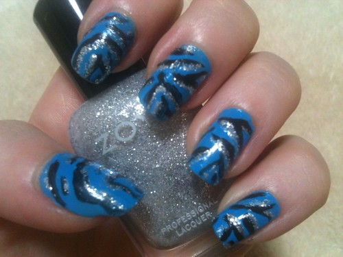 Blue zebra manicure, all jazzed up by KitaRei