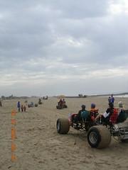 Hoosiers lead Ventura Sand Challenge (whymcycles) Tags: california beach bike bicycle sand rad velo amphibious hoosier ksr beachcruiser bounceforglory whymcycle venturakineticsculpturerace