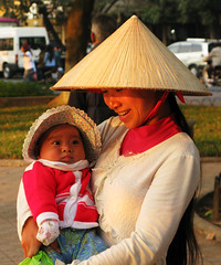 Mother & Child (Life in AsiaNZ) Tags: park light sunset people woman smile hat canon asian asia vietnamese child g mother powershot vietnam series hanoi hoankiem   g9 gseries  canong9 lifeinnanning flickrgiants
