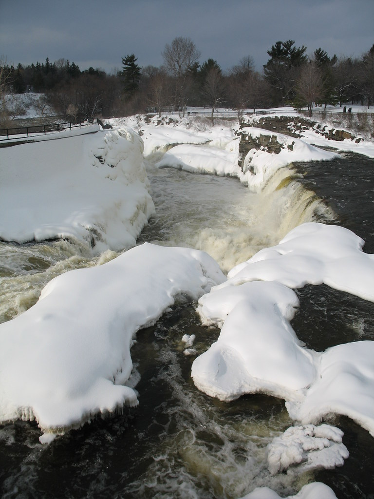 Hogs Back Falls in winter