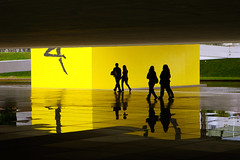Museu Niemayer Silhouettes of passing by people (Ricardo Carreon) Tags: brazil people topf25 yellow brasil museum reflections topv555 topv333 museu topv1111 topv999 topv444 silhouettes amarillo amarelo curitiba pr topv777 mon feed museo parana siluetas reflejos niemayer oscarniemayer challengeyouwinner mywinners abigfave colorphotoaward aplusphoto diamondclassphotographer flickrdiamond museuniemayer