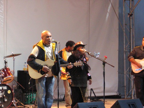 Archie Roach and Rubie Hunter play for the Sorry day commemorations