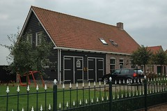 a new house built in the way of an old farmhouse (trekamerikalover) Tags: hometown dutchhouses autumnfolliage