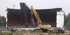 The Ultimate Can-Opener! (Lady Wulfrun) Tags: nottingham demolish tank power destruction can demolition storage cutting oil petrol texaco scrap ripping opener excavator nibbler wrecker destroying colwick wste