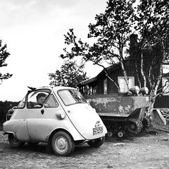 Geilo Norway 1956 (Håkan Dahlström) Tags: auto bw white car norway germany norge automobile traffic fav20 voiture coche bmw fav30 geilo isetta threewheeler motorcar fav10 fav40