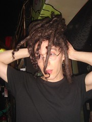 drumcorps 上廁所跟吃東西都會玩他的頭髮