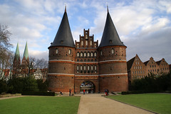 Holstentor (mattrkeyworth) Tags: germany deutschland gate sony towers tor alpha turm lbeck allemagne trme a100 holstentor mattrkeyworth