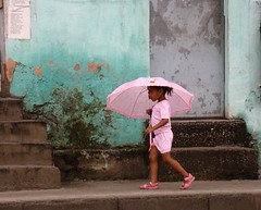 Little girl in pink (jcfilizola) Tags: rio rosa garota umbrellas