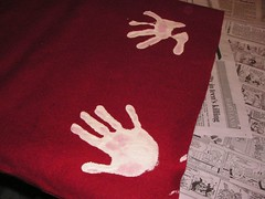 make handprints on the red felt