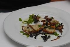 bruschetta with cannelinni mash, mushrooms & oil