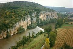 Lot vue de St-Cirq-Lapopie (WVJazzman) Tags: france perigord stcirqlapopie limestonecliffs lotriver francelandscapes
