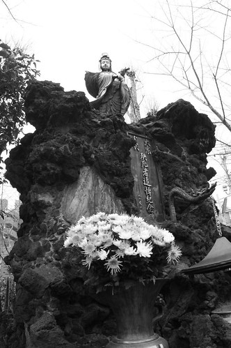 statue of lady