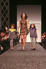 2262427341 76e2039fc5 m NY Fashion Week: lets break it down mommy style