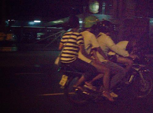 5people_on_bike_BKK_IMG_0308