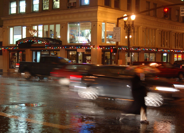 112707_willamettebldg_rainy_night