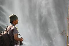 വെള്ളച്ചാട്ടം കണ്ടിട്ട് അന്തിച്ചു നില്ക്കുന്ന കുട്ടി...|Stunned by the waterfall (-Shyam-) Tags: malayalikkoottam kfm3