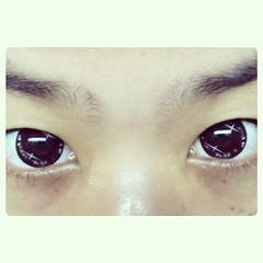 คอนแทกเลนซ์รุ่นนี้ตลกดี มีวิ้งๆเป็นตาการ์ตูนเบย 5555 #new contact lens -..-