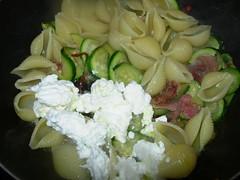 conchiglie ricotta zucchine e spek-12