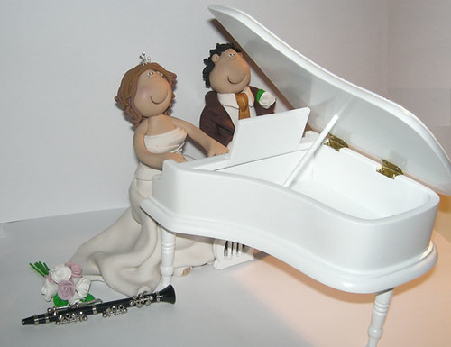 piano-wedding-cake-topper