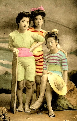JAPANESE SWIMSUIT GIRLS - Meiji Era Bathing Beauties of Old Japan (22)