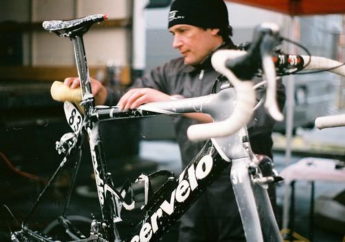 Julio washing Thor Hushovd's bike
