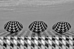 Three spoons in pied de poule (Lisa Karloo) Tags: blackandwhite bw pattern silverware spoons wow1 wow2 2011 digitalcameraclub project365 pieddepoule blackwhitephotos creattività mygearandme 2011inphotos