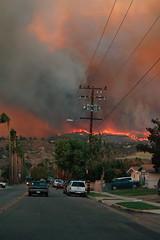 グーグルアースにサンディエゴの山火事を表示