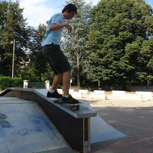 Frontside feeble grind