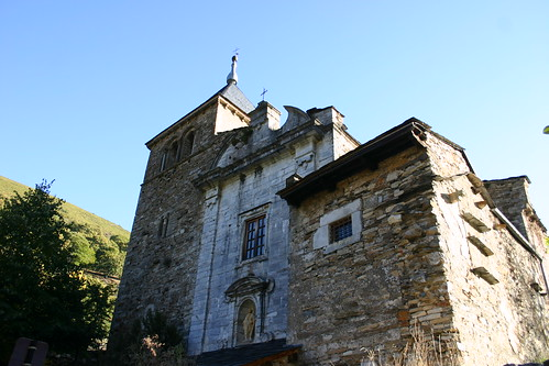 Fachada San Pedro de Montes