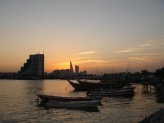 منظر غروب في ميناء صيد صغير بمدينة محرق (تناهيد ليل) Tags: