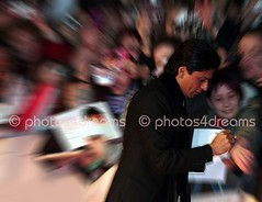 Shah Rukh Khan @ Berlinale 2008 - red carpet (photos4dreams) Tags: india berlin oso bollywood shahrukhkhan shahrukh berlinale indiancinema omshantiom photos4dreams dartedisco photos4dreams p4d