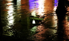 Certe Notti ti senti Padrone... (Jody Art) Tags: searchthebest espana luci colori riflessi luce barcellona spagna 2007 lampione portico riflesso pozzanghera platinumphoto aplusphoto jodyart jodysticca goldstaraward ligabuecertenotti exploremay132008450
