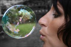 Seifenblase (Bulle de Savon, Soap Bubble) (Photoclinique) Tags: eos bubble garten blase kassel soapbubble seifenblase pusten bulledesavon 400d eos400d