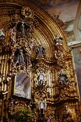 Gold (8zil) Tags: church gold mexicocity df fuji iglesia slide scan kerk eglise diapositiva sensia oro retablo ciudaddemxico enseanza mexicodistritofederal diapositif