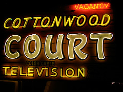 Cottonwood Sign (sfPhotocraft) Tags: newmexico santafe sign neon glow motel cottonwood nm vacancy cottonwoodcourt