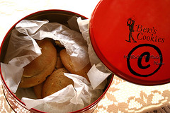 -::-Ben's Cookies-::- (-::-Mr.AD-::- *Uae*) Tags: uk red london cookies sweet box chocolate tasty delicious macadamia bens yumy