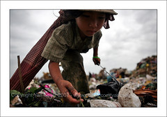 The garbage kids (yanseiler) Tags: travel trash canon garbage cambodge cambodia child labor poor dump bio pollution environment 5d phnompenh canon5d enfants organic recycle poubelle stungmeanchey taongkalye scaveng