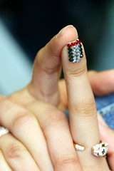Happy Birthday UAE! (Sairz*) Tags: red white black green finger uae bling ka3ko0o3ah