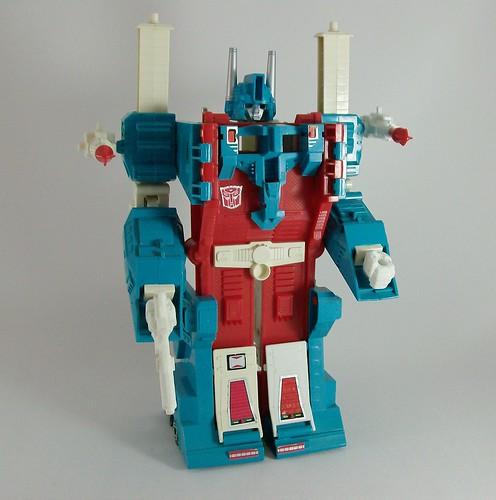 Transformers Ultra Magnus (G1) - modo robot