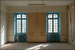 eyes 17/32 ([ pikture ]) Tags: light geometric broken window ventana eyes nikon decay fenster room finestra soul slideshow nikkor transition serie fenetre janelas venster 1755mm