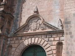 Nef de droite (So_P) Tags: door peru cuzco architecture cathedral cusco catedral unesco cathédrale architektur porte tür worldheritage pérou patrimoinemondial pirow piruw