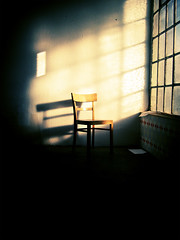 ---------------------------- (medejavecu) Tags: wood light sun window germany dark paper chair shadows fenster room blatt holz tapete papier sonne schatten konstanz glas stuhl lakeofconstance rieterwerke rieterareal workarchitecturephoto