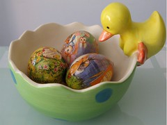 Eeny Meeny ......... (syam C) Tags: blue macro green chickens yellow easter three duck colours bowl loveit huevos eggs rabbits dots ing eastereggs easterbunnies yellowduck themacrohousehold canona710 cmwdyellow flickrnewpictures