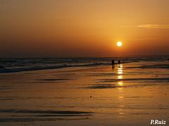Siluetas al atardecer (Pedrali) Tags: atardecer huelva playa puntaumbra 1445mm pedrali rallyfotogrfico aplusphoto goldenphotographer ysplix olmpuse500