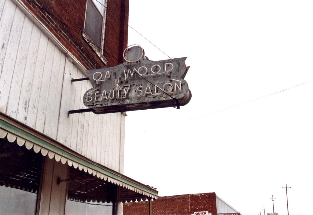 MO-Oakwood - Oakwood Beauty Salon
