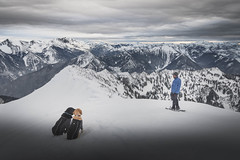 Kodak moment on Rock Mountain (johnwporter) Tags: hiking snowshoe scramble cascades mountains nationalforest okanoganwenatcheenationalforest nasonridge nasoncreek rockmountain pnw upperleftusa northwestisbest 徒步 雪鞋行 爬行 喀斯喀特山脈 山 國家森林 奧卡諾根韋納奇國家森林 納森脊 納森溪 石山 太平洋西北部 美國左上角 西北部最好 atx116prodx tokinaaf1116mmf28 wideangle wideanglelens 廣角 廣角鏡 labrador blacklab yellowlab 拉布拉多 黑拉不拉多 黃拉不拉多