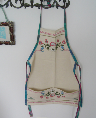 Tan apron with flowers for Lara 1