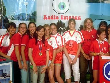 Jugadoras de Voley de Centro Recreativo, campeonas, en Radio-Imagen