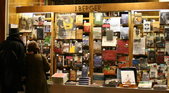 Bookshop in Vienna (ImageLink) Tags: vienna wien winter color night austria fantastic colorful europe top great books hi bookshop plim 400d canoneosrebelxti canoneos400ddigital imagelink canonefs1855mmis